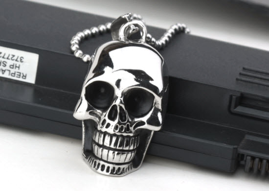 skull pendant necklace 1