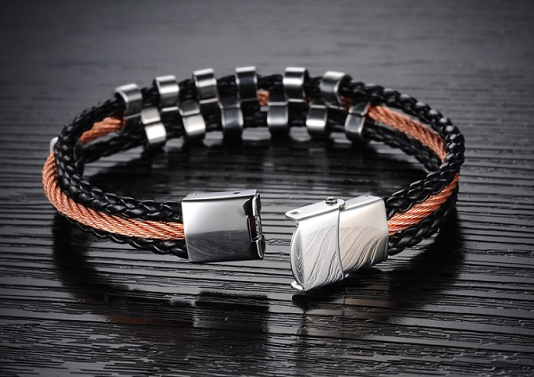 new-titan-men-bracelet-2c